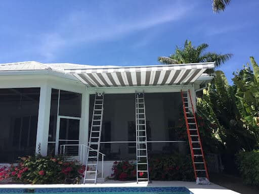 how to choose motorized screen tampa